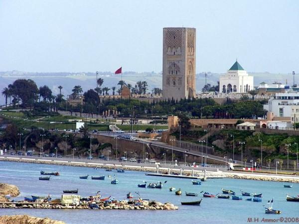 Au pied de la Tour Hassan, le Mausolée