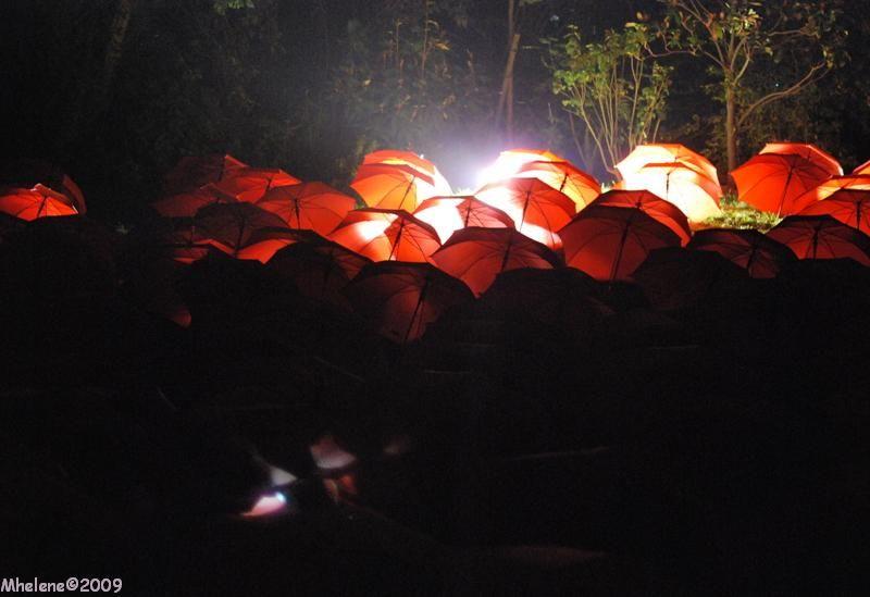 Les parapluies rouges de la Nuit Blanche