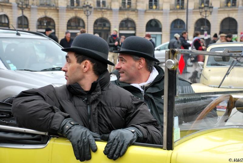 Dupond et Dupont dans leur belle voiture jaune