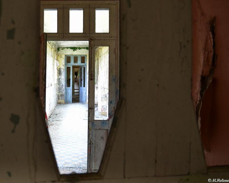 Derrière la porte