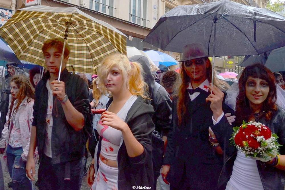 Des zombies sous la pluie
