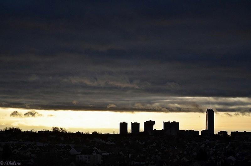 Lumière à l'horizon urbain