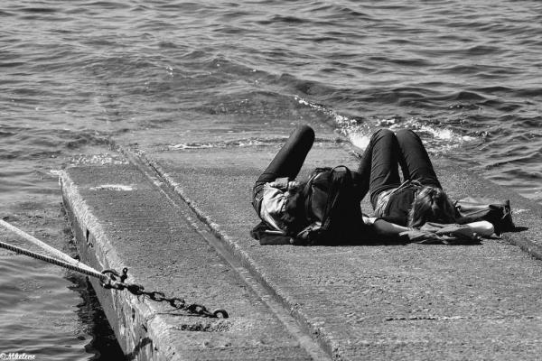 En attendant le bateau
