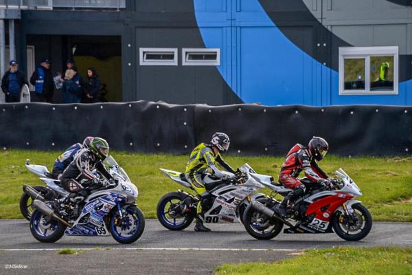 Les motos en course -4