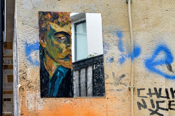 Le miroir sur le mur