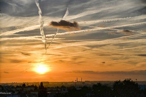 Petit nuage courant sur les routes du ciel
