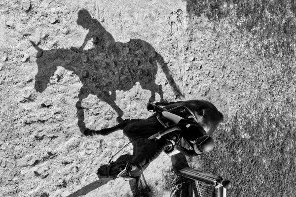 L'ombre suit son chemin