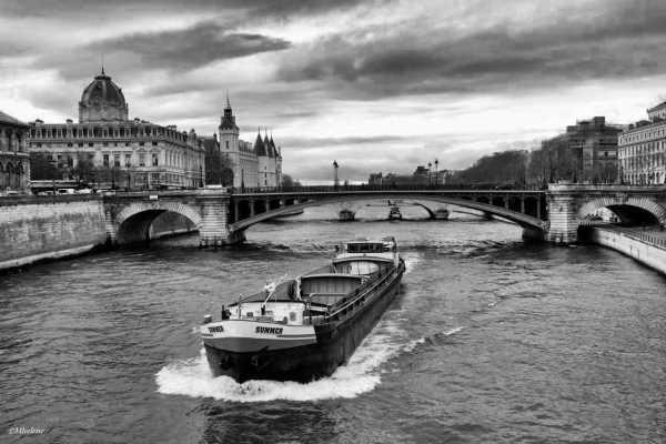 Le Pont Notre Dame et la Conciergerie