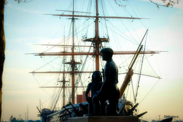 Mudlarks statue and historic ship