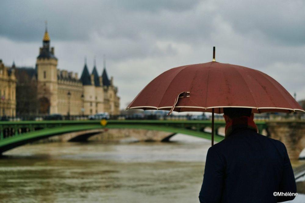 Paris sous un parapluie