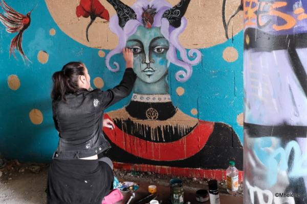 Peindre les femmes avec douceur et poésie
