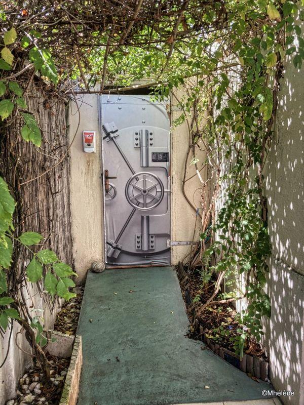 La porte des toilettes