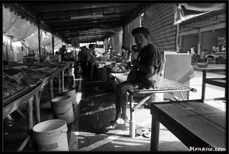 Frog Dealer in Klaeng Market (3) (Thailand)