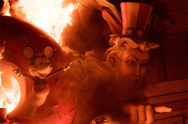 American-themed sculpture at Las Fallas Festival