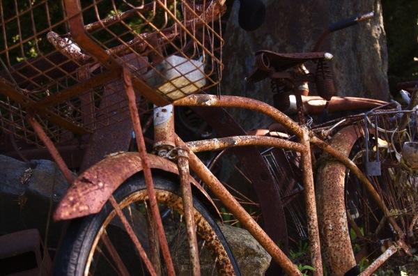 A rusted bike in sculpture garden