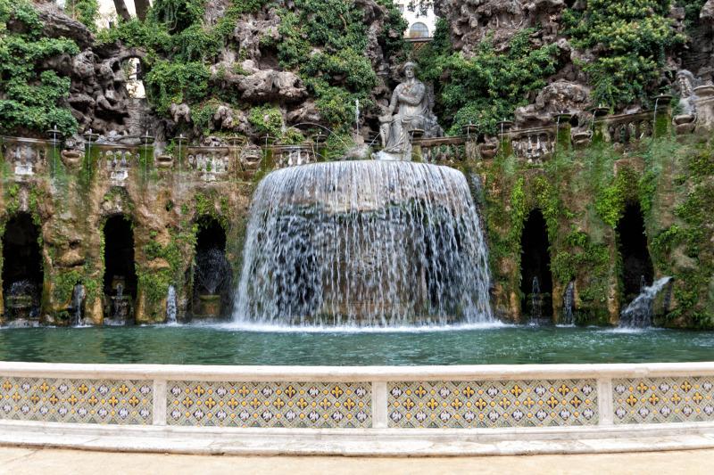 Fontana dell'Ovato (Oval Fountain)