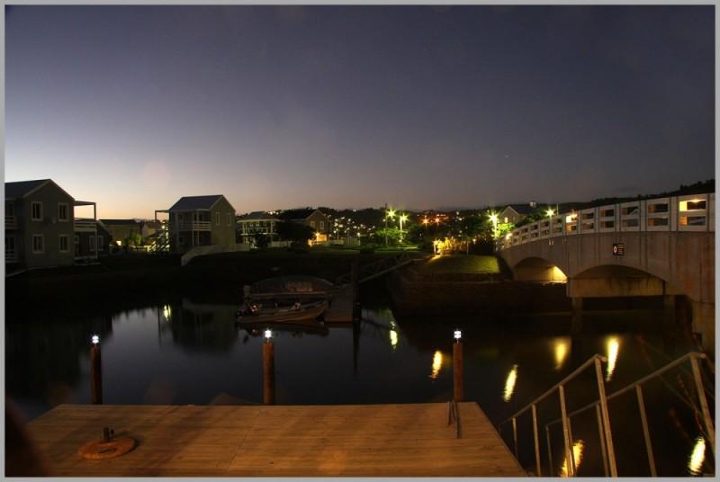 dusk sunset water lights