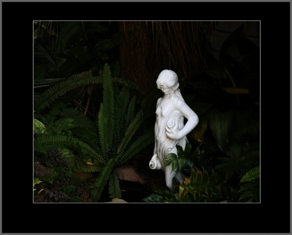 statue white lady