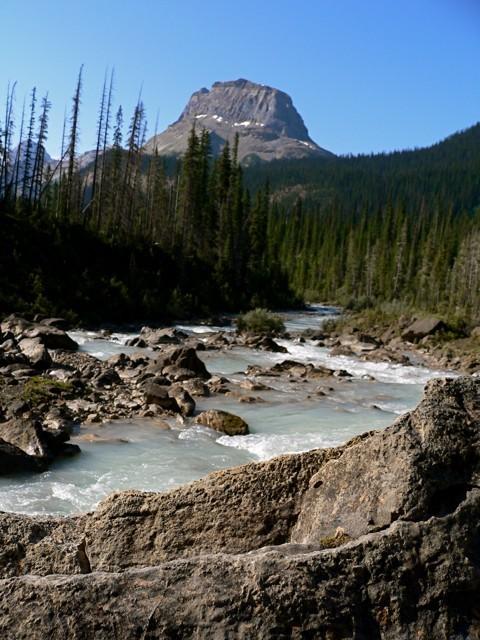 takakkaw falls river