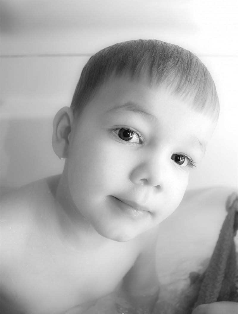 Armin in the bathtub