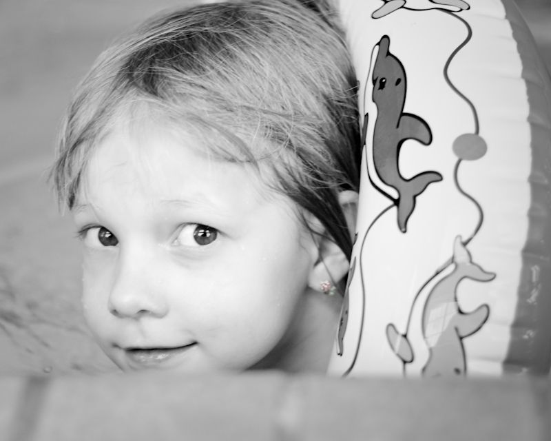 Tirzah at the pool in B&W