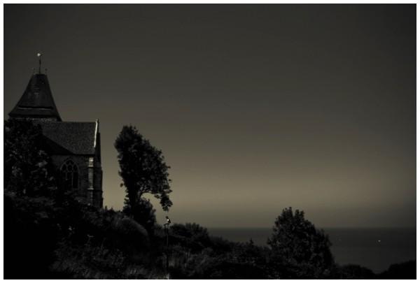 L'église et la mer