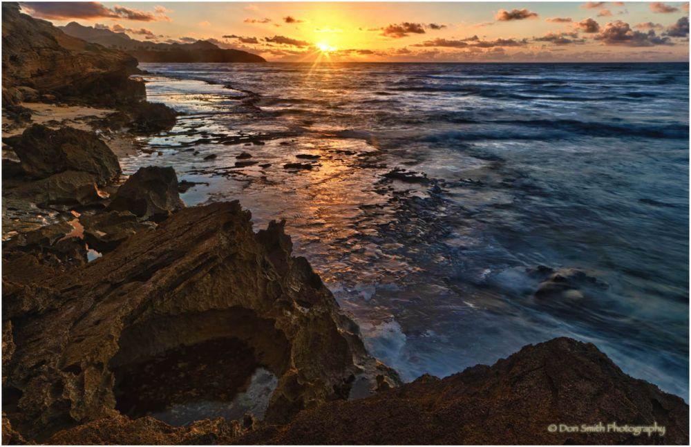 Sunrise, lava shelfs and lithified cliffs, Kauai