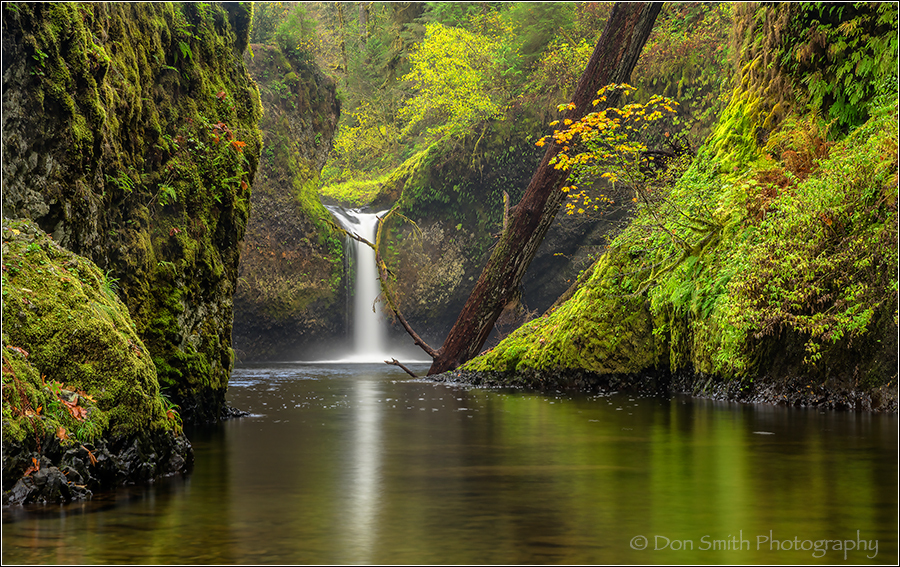 Columbia River Gorge, Punchbowl Falls, Oregon, ref