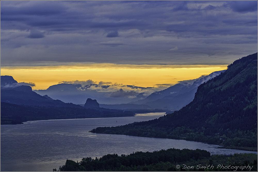 Dawn at Columia River Gorge
