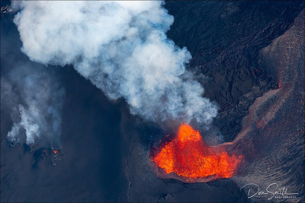 Fissure #8 Lava Fountains, Leilani Estates, Hawaii