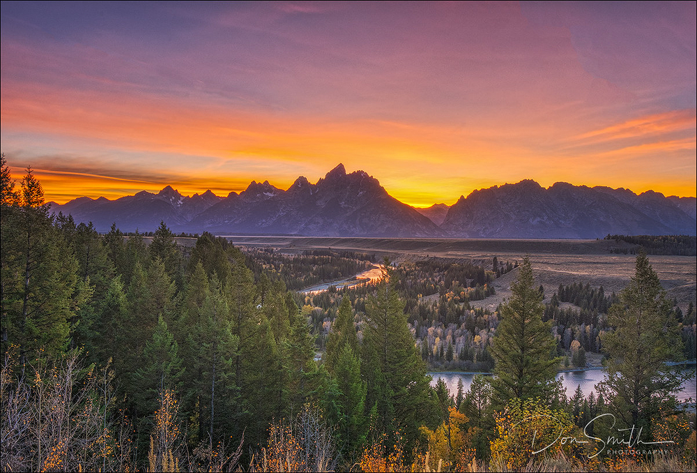 Dusk sky over Sanke River and Teton Range