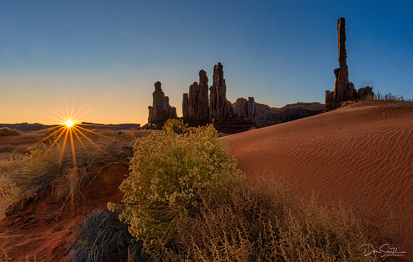Totem Pole and Ye Be Chi Dancers, Monument Valley,