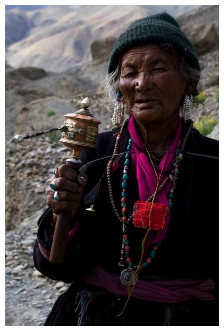 Bouddhist Woman in Lamayuru, Ladakh ...