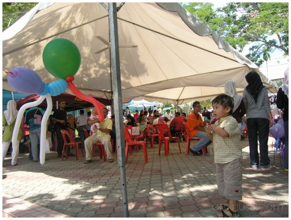 children and baloon