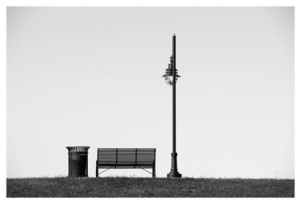 Benches and lamp post along the Mississippi River