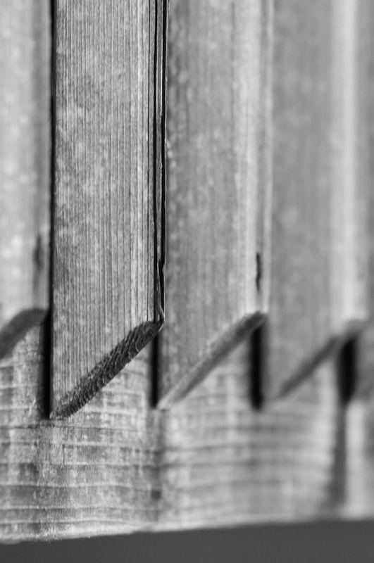 railing contrast