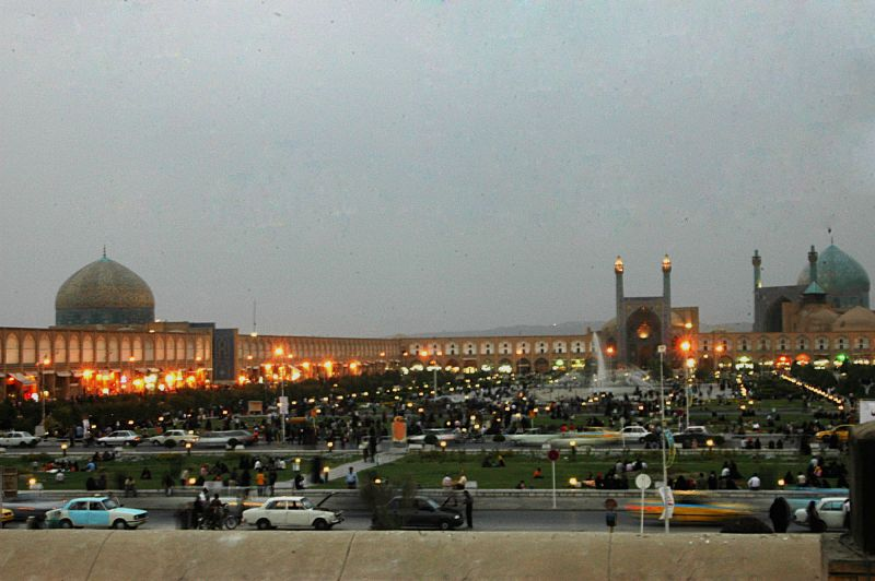 ISFAHAN-THE EVENING CROWD