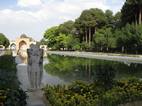 ISFAHAN.GARDEN OF THE CHEHEL SOTUN PALACE