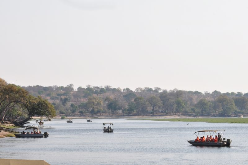 BOTSWANA-IN THE CHOBE RESERVE-6 (TOURISTS)