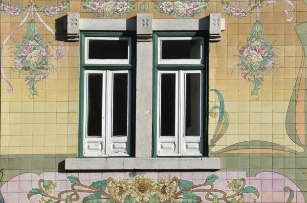 A OLD FASHION LOVELY WINDOW