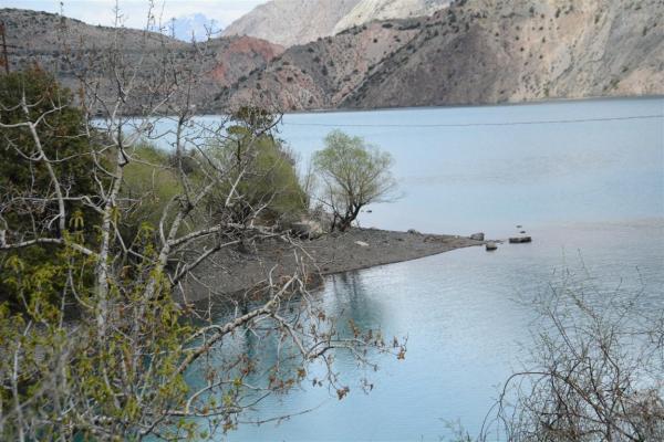 THE MOUNTAIN LAKE-2