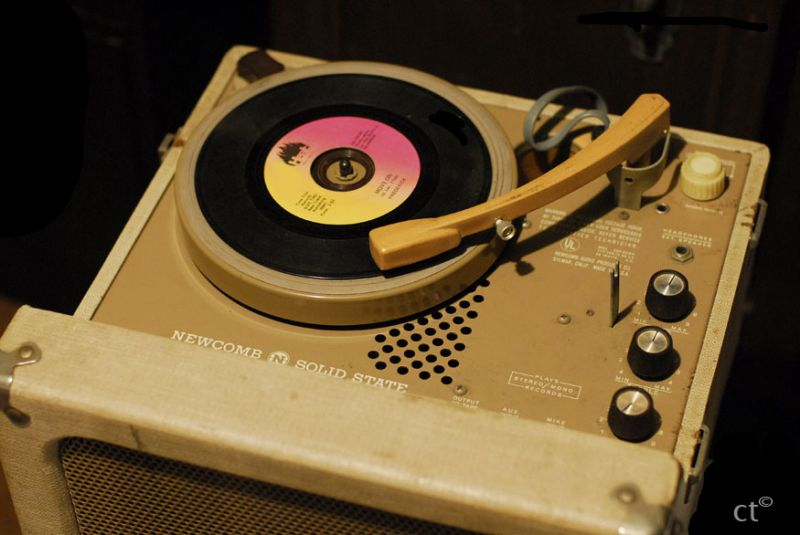 Phonograph record player