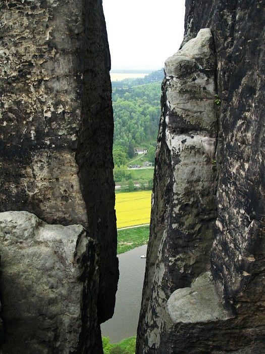 Fissure between rocks