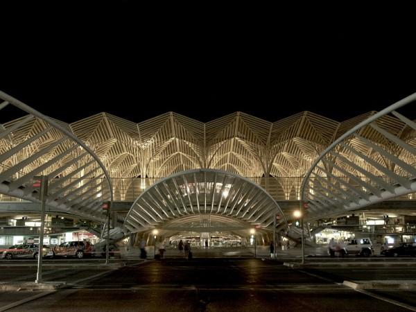 Gare do Oriente at night