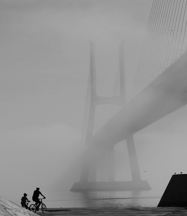 Vasco da Gama bridge under fog