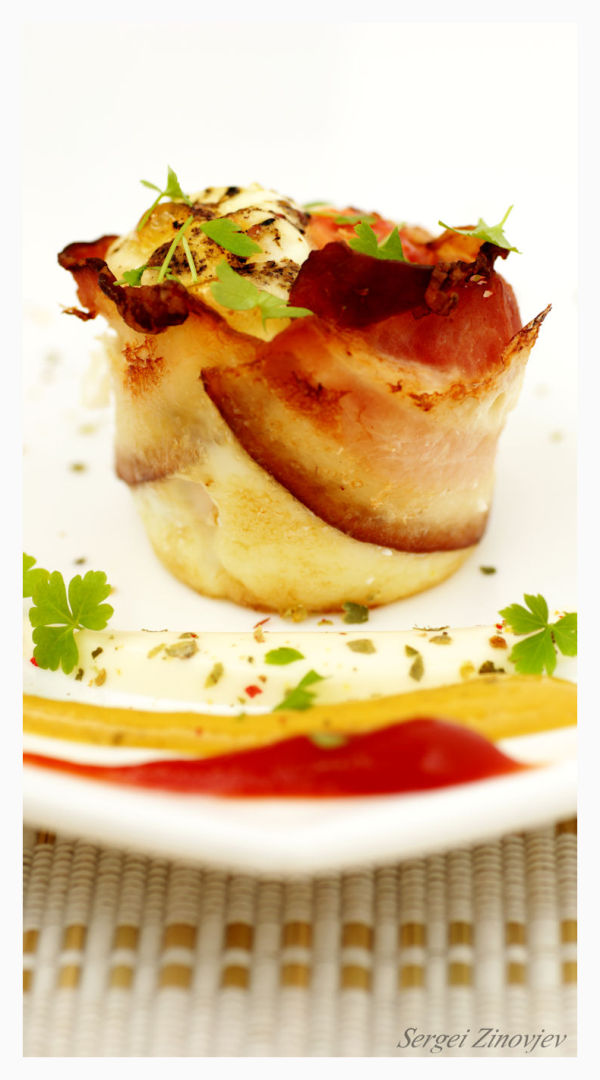 omlet muffin with bacon