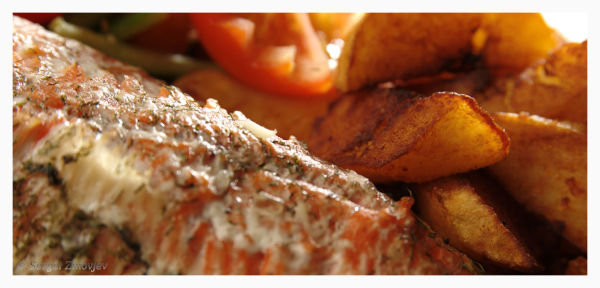 grilled trout with potato and vegetables