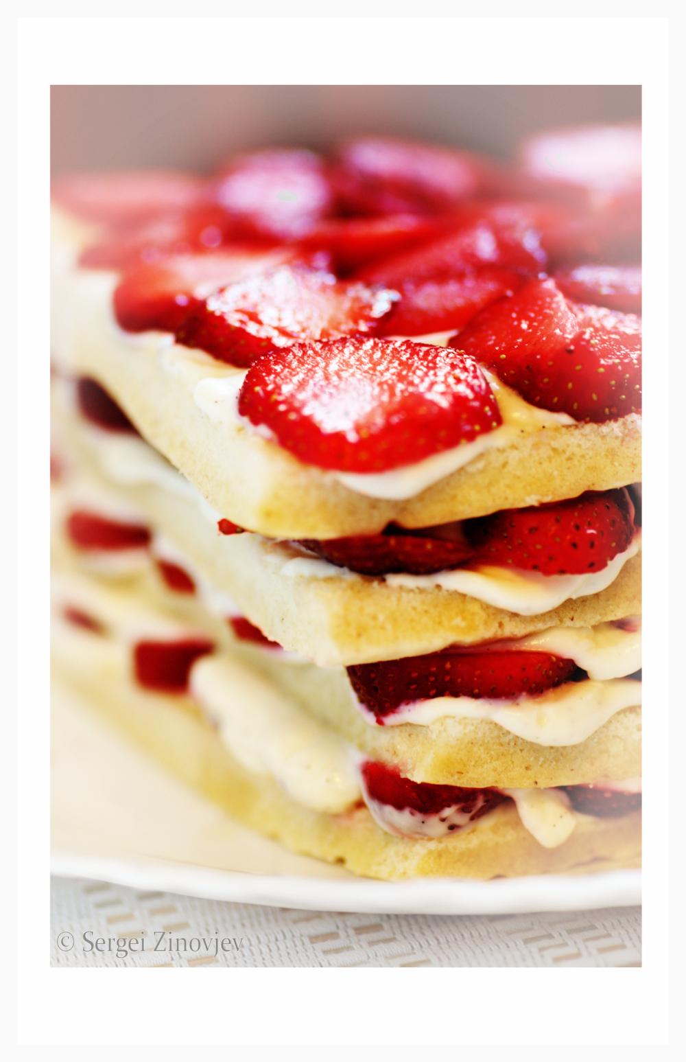 strawberry sandwich dessert