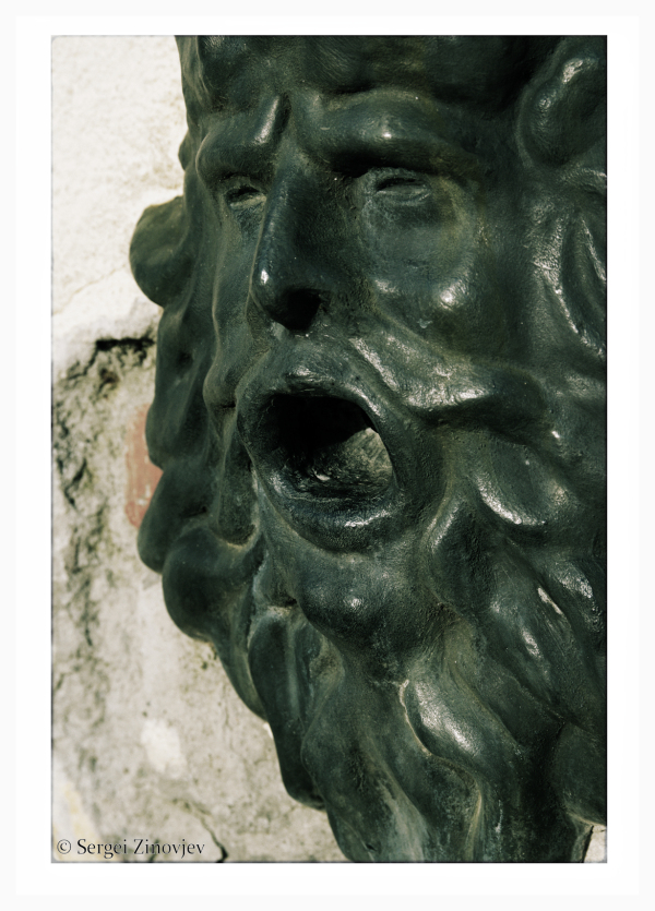 sculpture of man's head
