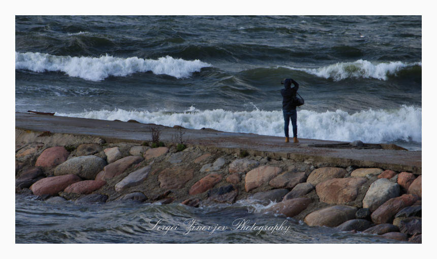 photographer capturing the waves